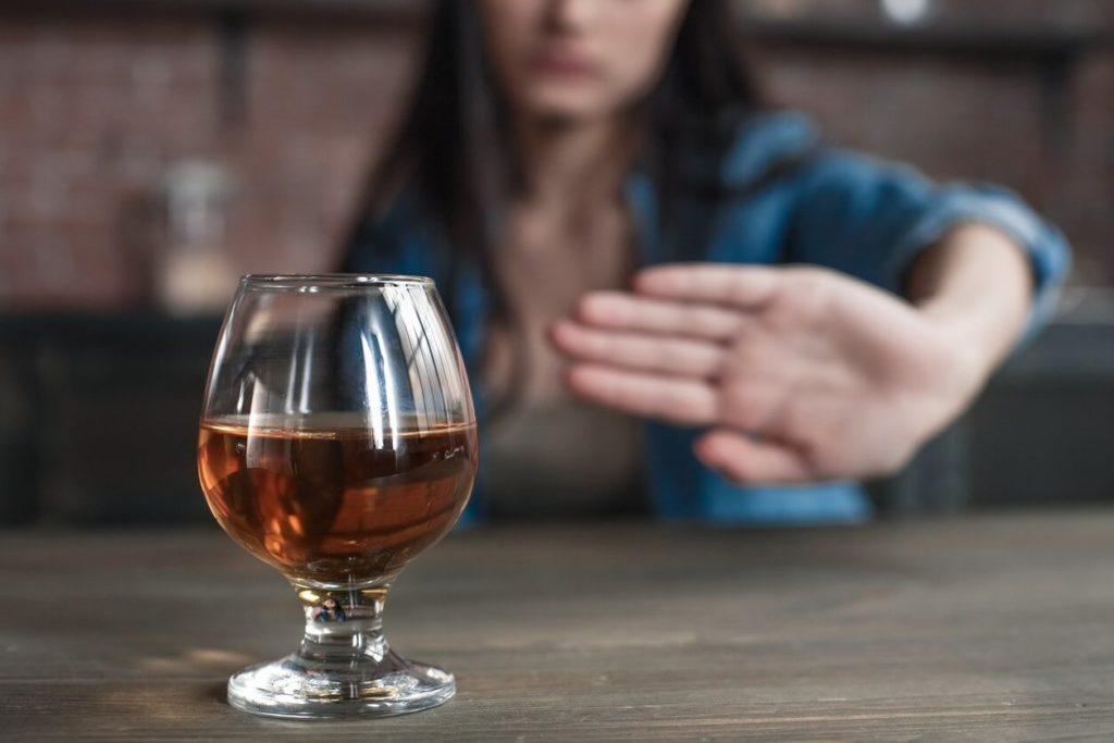 Arrêter de boire de l'alcool: comment faut-il faire ?