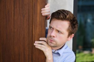 Comment vaincre la peur de sortir en dehors de chez soi ?