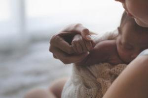 Comment vaincre sa peur de faire du mal à son bébé ?