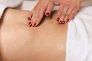Massage intestinal: la solution pour dégonfler le ventre?